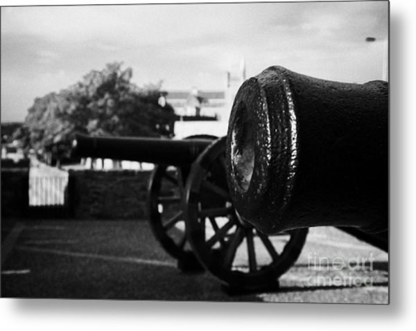 Cannons On The Mall Wall And Double Bastion Section Of Derrys City Walls Metal Print by Joe Fox