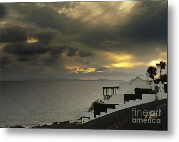 Cloudy Sunset Metal Print by Roberto Bettacchi