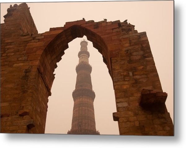 Cross Section Of The Qutub Minar Framed Within An Archway In Foggy Weather Metal Print