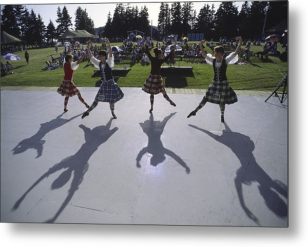 Dancers At A Gaelic Mod Held At Gaelic Metal Print