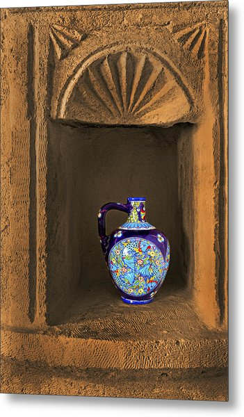 Decorative Carafe In An Alcove Metal Print by Kantilal Patel