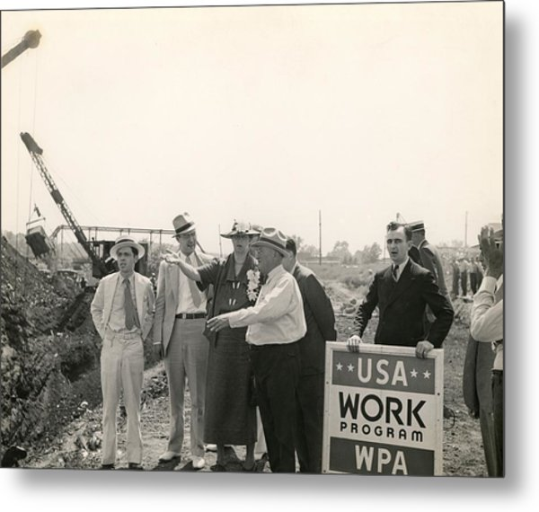 Eleanor Roosevelt At A Wpa Site In Des Metal Print by Everett
