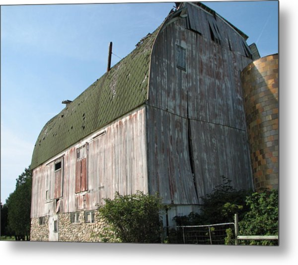 Family Barn Metal Print by Michelle Shull