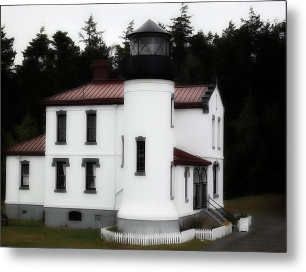 Fort Casey Lighthouse Metal Print by Lee Yang