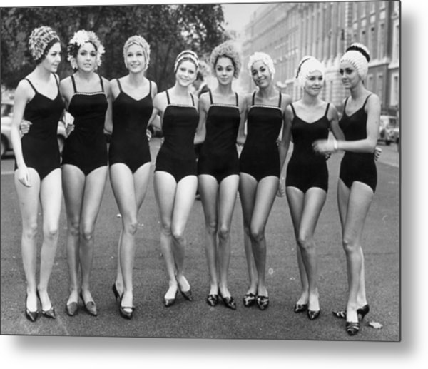Girls Out Of Water Metal Print by Archive Photos
