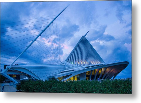 Milwaukee Art Museum At Twilight Metal Print by Vincent Buckley