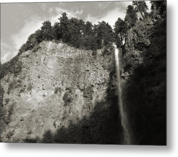 Multnomah Falls Cliff Face Metal Print