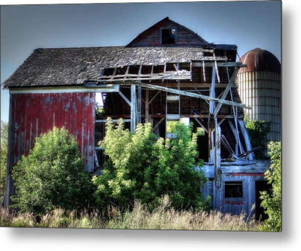 Old Country Barn Metal Print by Michael Wilcox