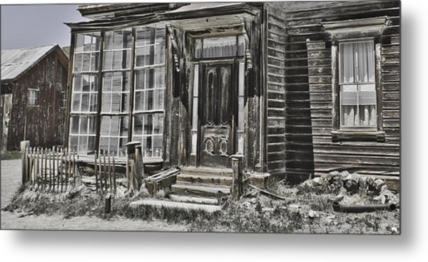 Old Old House Metal Print by Richard Balison