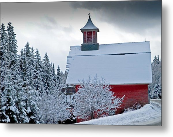 Red Barn Veemont Metal Print