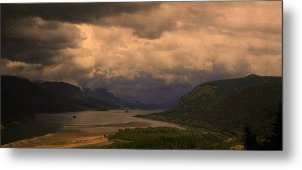 The Columbia River  Looking Up Stream Metal Print