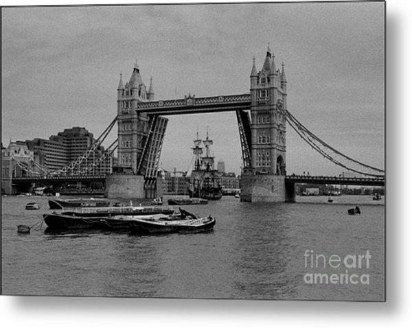 Tower Bridge And The Endeavor Metal Print by Aldo Cervato