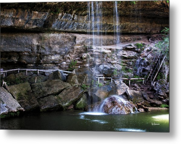 Water Flow Over A Rock At Hamilton Pool Metal Print