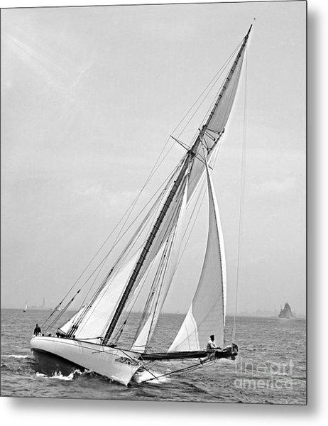 Yacht Shamrock In New York Harbor 1895 Bw Metal Print