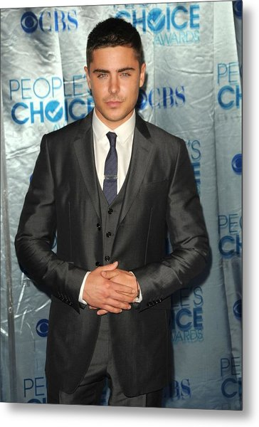 Zac Efron At Arrivals For Peoples Metal Print