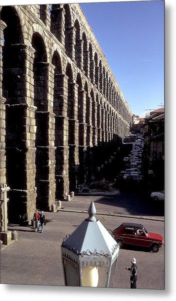 Roman Aquaduct In Segovia Metal Print by Carl Purcell