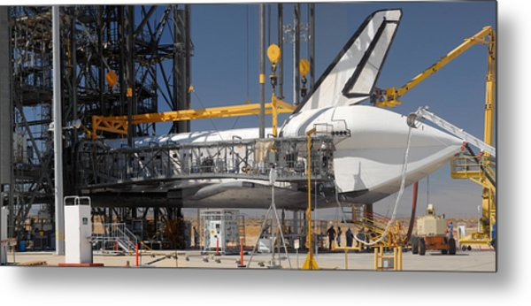 Space Shuttle Discovery At Edwards Afb September 17 2009 Metal Print by Brian Lockett