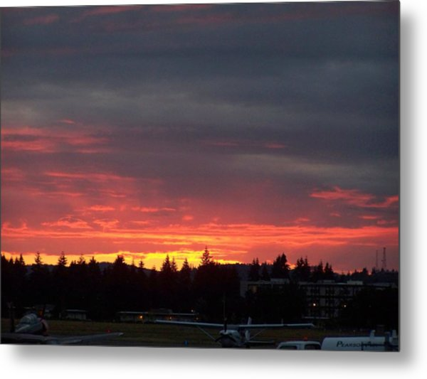 Sunset At Tumwater Metal Print by Laurie Kidd