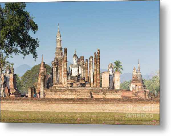 Wat Mahatat, Sukhothai Historical Park, Sukhothai, Thailand Metal Print by Roberto Morgenthaler
