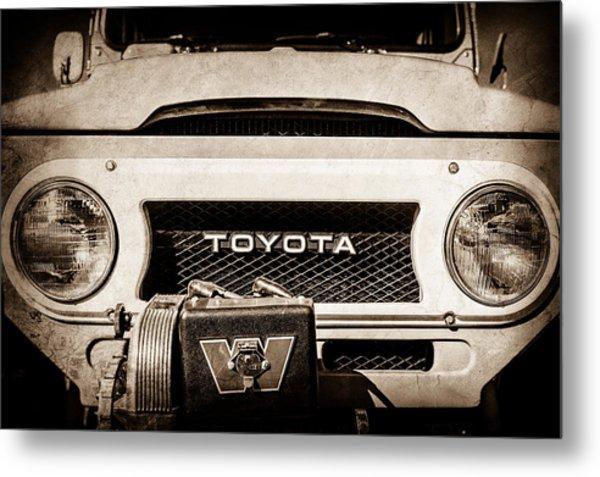 1978 Toyota Land Cruiser Fj40 Grille Emblem -0558s Metal Print