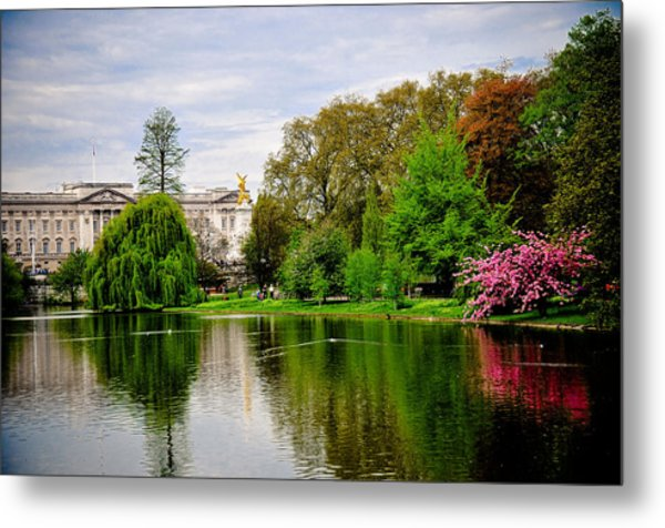 A View To The Palace Metal Print by Pat Shawyer