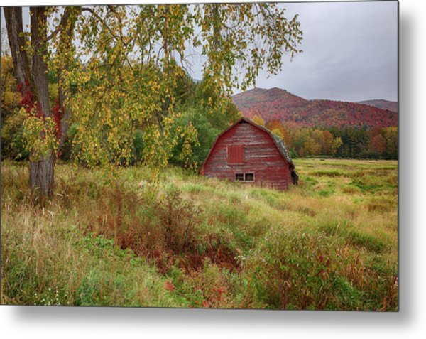 Adirondack Barn In Autumn Metal Print
