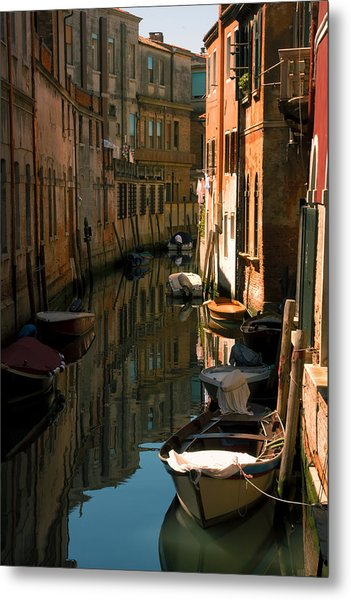 Back Canal In Venice Metal Print by Michael Henderson