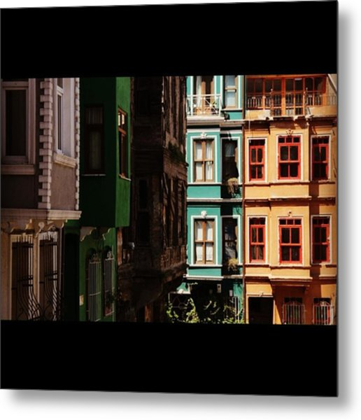 #balat #istanbul #eskibinalar #renkli Metal Print