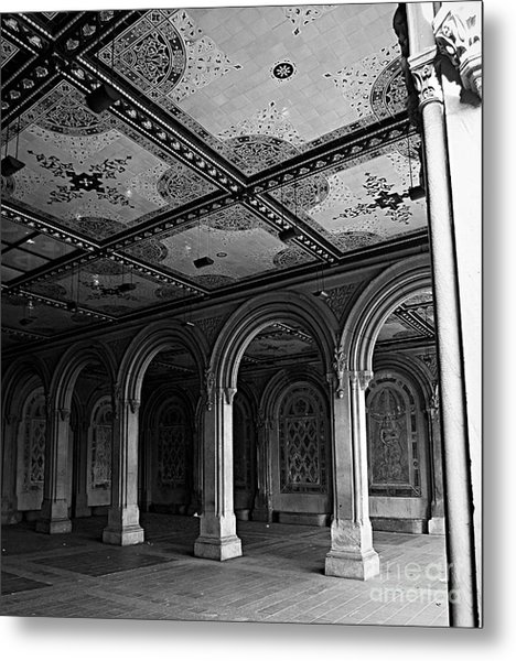 Bethesda Terrace Arcade In Central Park - Bw Metal Print