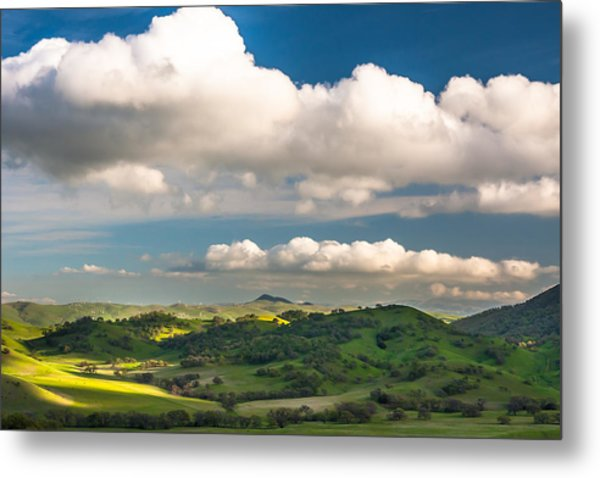 Big Clouds Over The Round Valley Metal Print