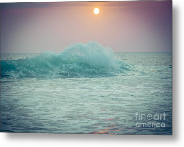 Big Ocean Wave At Sunset With Sun Metal Print