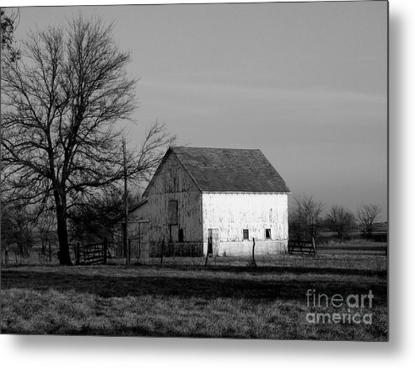 Black And White Barn Ll Metal Print by Michelle Hastings