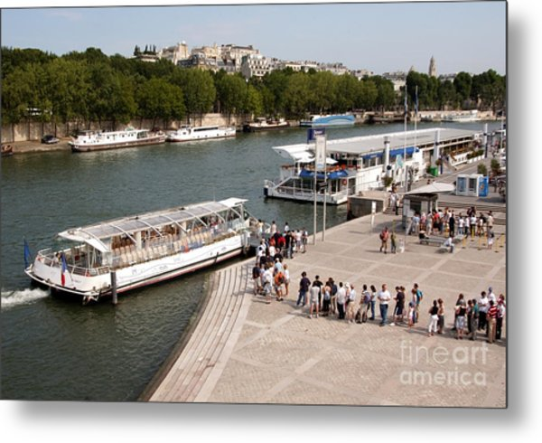 Boarding The Bateaux Mouches Metal Print by Andy Smy