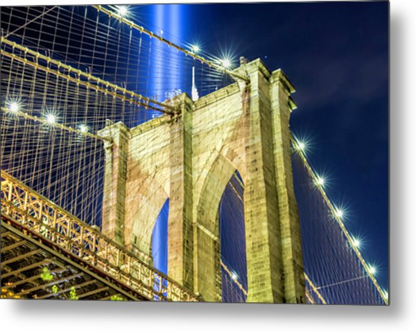 Brooklyn Bridge And The Tribute In Light Metal Print by Zev Steinhardt