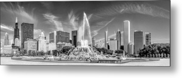 Buckingham Fountain Skyline Panorama Black And White Metal Print