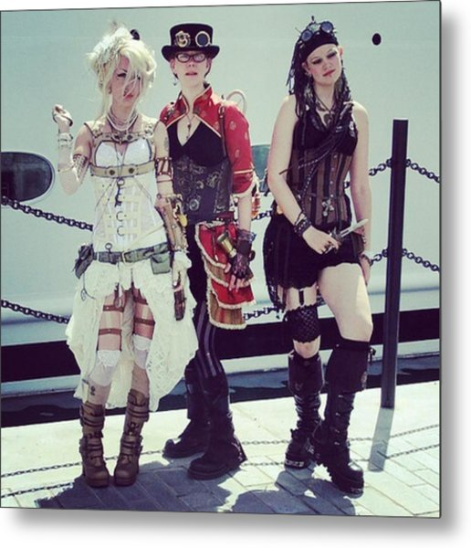 Comiccon Girls Metal Print