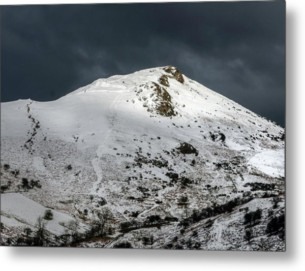 Caer Caradoc Winter Metal Print by Richard Greswell