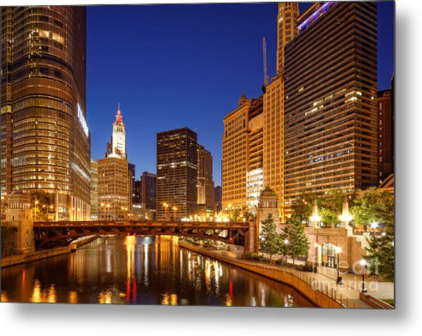 Chicago River Trump Tower And Wrigley Building At Dawn - Chicago Illinois Metal Print