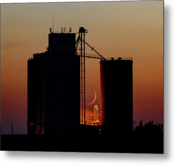 Metal Print featuring the photograph Crescent Moon At Laird 08 by Rob Graham