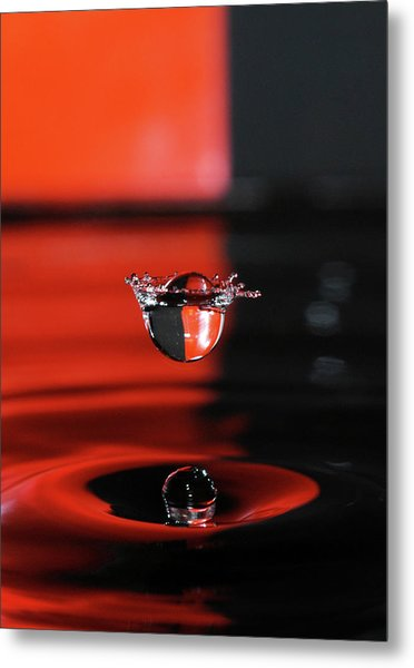 Crowned Water Droplet Metal Print