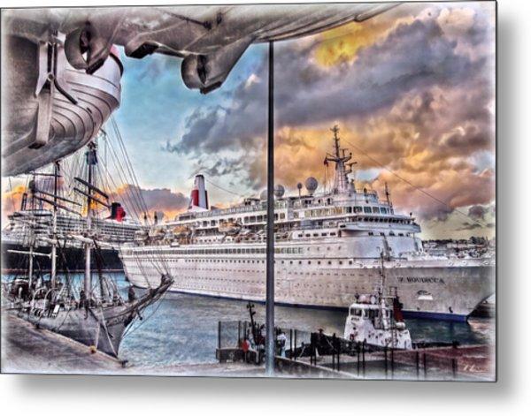 Cruise Port - Light Metal Print