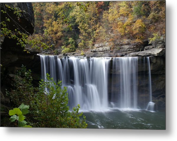 Cumberland Falls In Green Metal Print by Bj Hodges