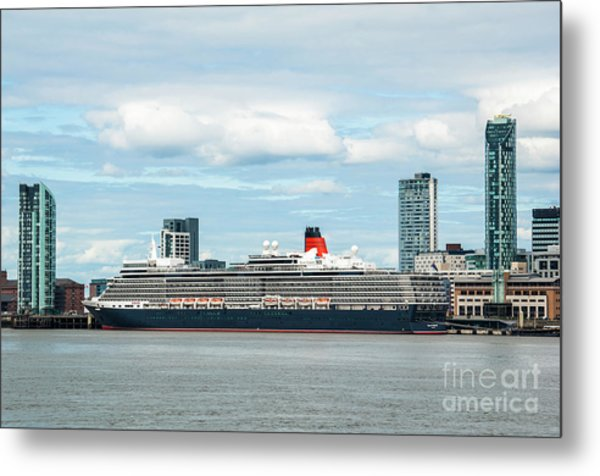 Cunard's Queen Elizabeth At Liverpool Metal Print