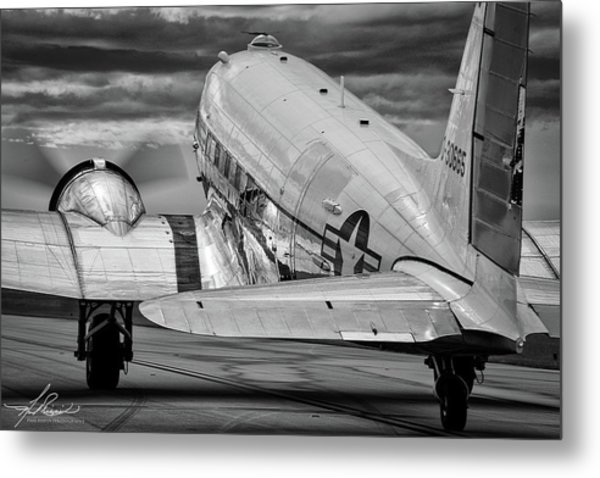 Dc3 Taxiing For Departure Metal Print