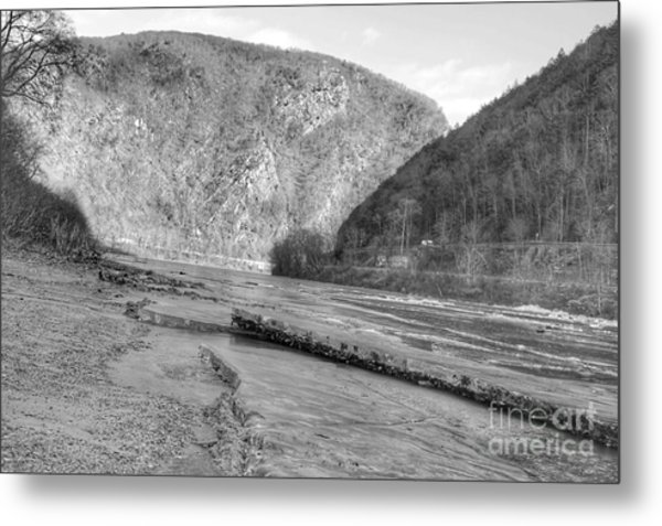 Delaware Water Gap In Winter Metal Print
