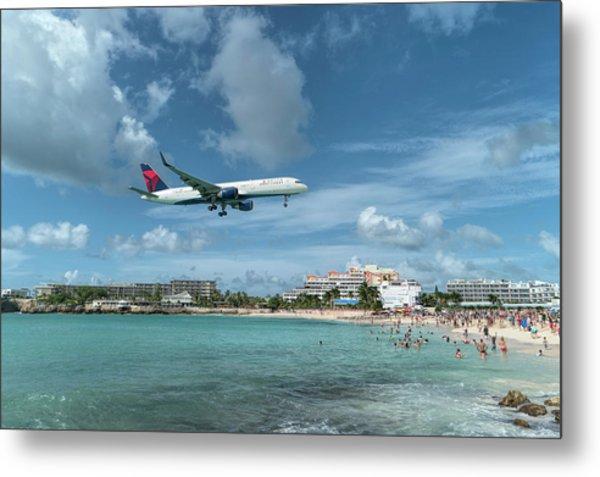 Delta 757 Landing At St. Maarten Metal Print