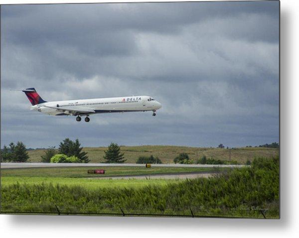 Delta Airlines Mcdonnell Douglas Aircraft N952dl Hartsfield-jackson Atlanta International Airport Metal Print