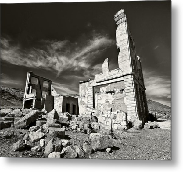 Early Withdrawal Metal Print by Mike McMurray