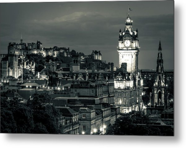 Edinburgh In Black And White Metal Print