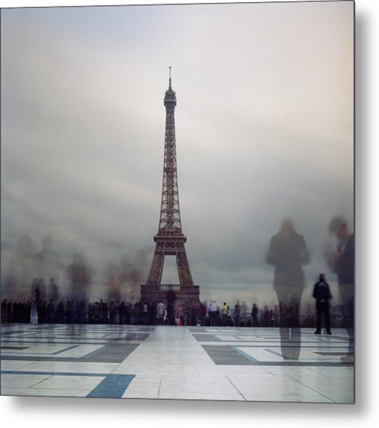 Eiffel Tower And Crowds Metal Print